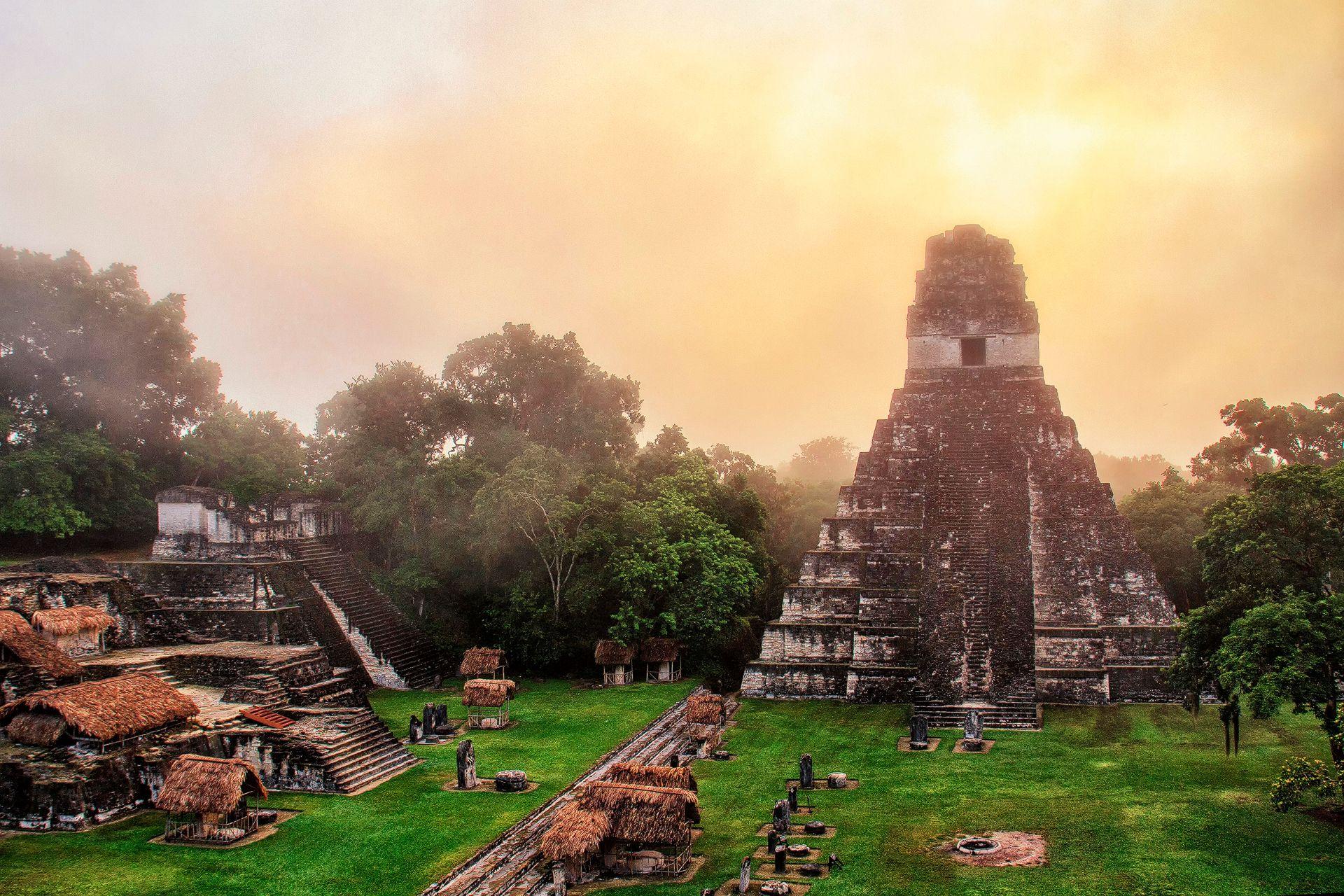Templo del Gran Jaguar (Temple I), Tikal, Petén, Guatemala, sunrise, foggy, sun, clouds, scenic, earthporn, mystical, landscape