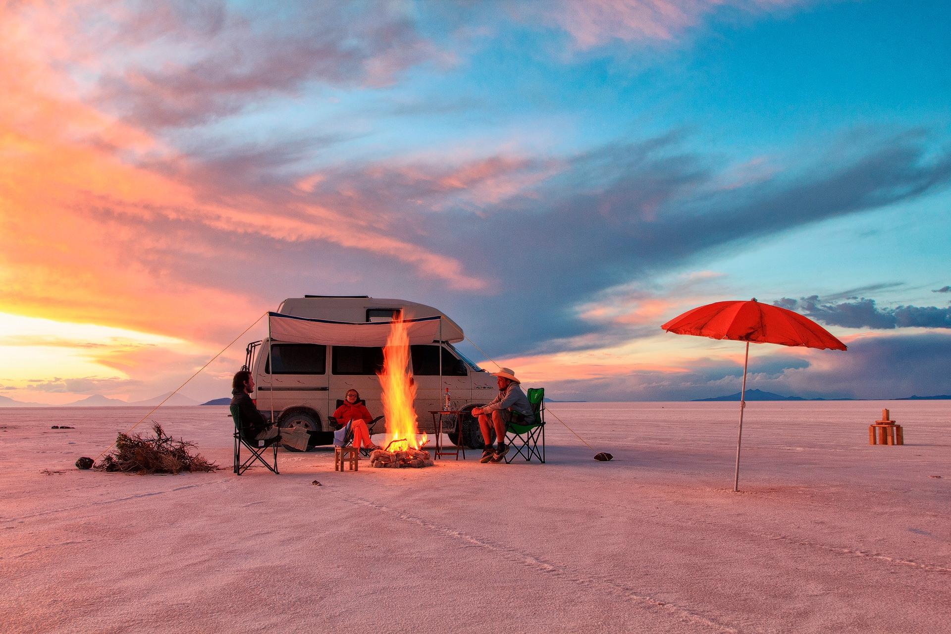Uyuni salt flat, Uyuni Salzsee, potosi, bolivia, bolivien, salar de uyuni, camping, fireplace, car, volkswagen, camping on salar, camping on salt lake